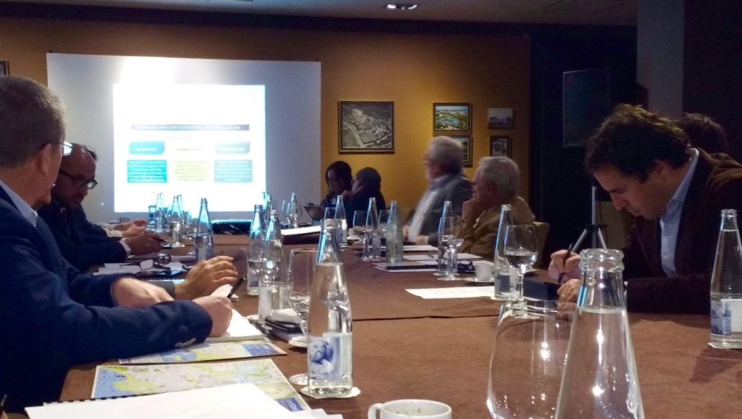 El grup de treball i els urbanistes en una reunió a l'Hotel Guitart Monterrey